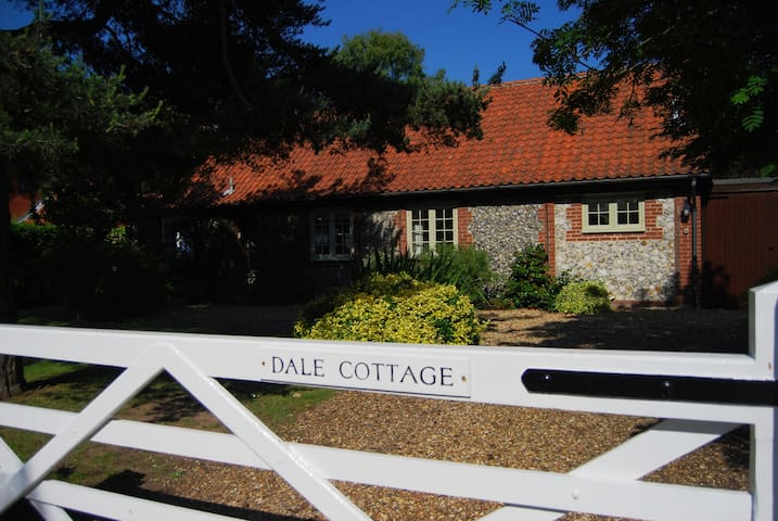 Spacious, private character cottage - Thornham - House