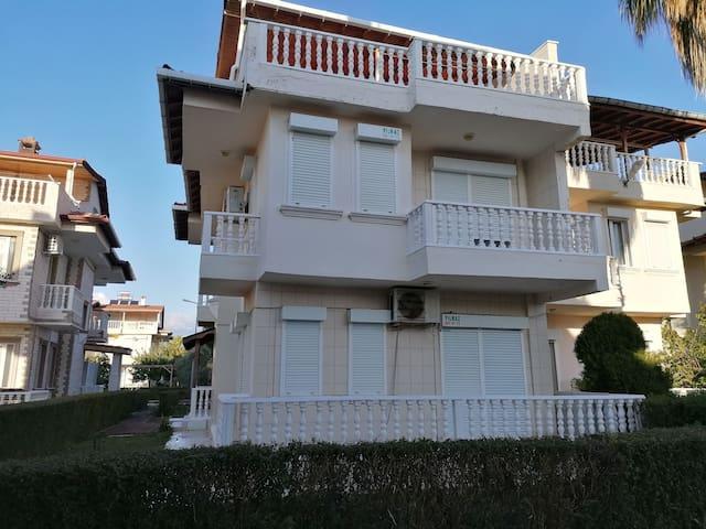 Denize 300 mt Mesafede Müstakil Lüx Villa