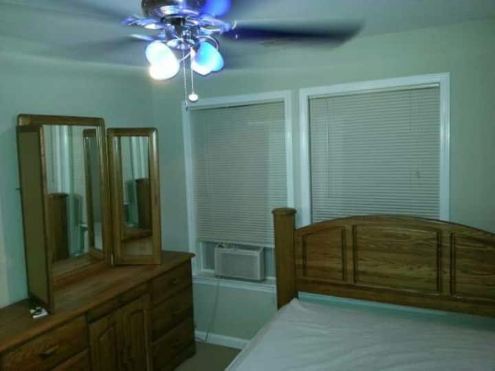 Listing S33 - Cable WiFi, Queen bed, digit lock