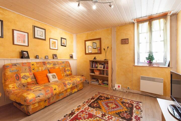 Une Petite Maison - village home - Creissan - House