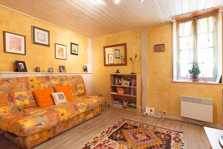 Une Petite Maison - village home - Creissan