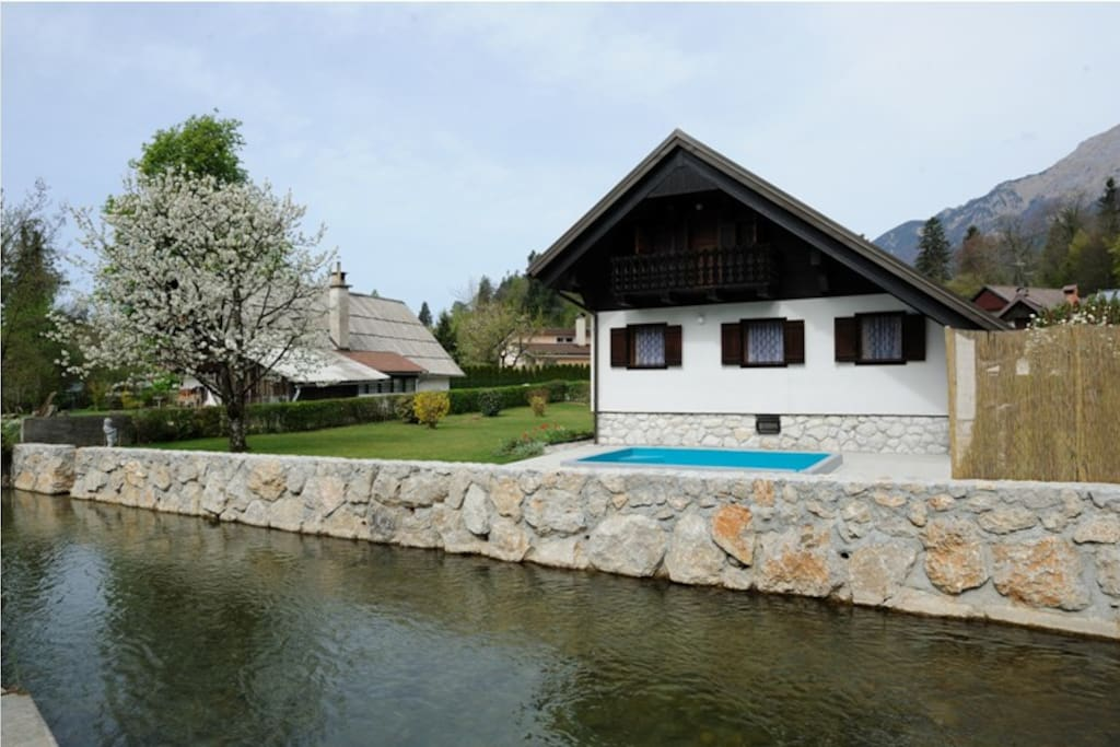 Chalet by the crystal river Kokra where possible to swim