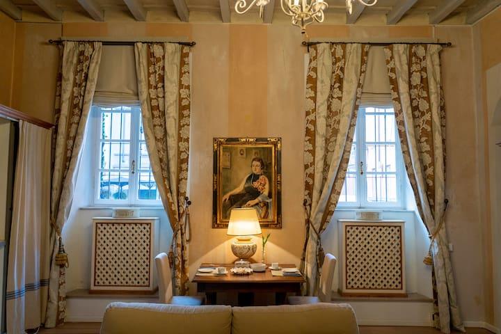 Parma, appartamento di lusso in Palazzo del 1300