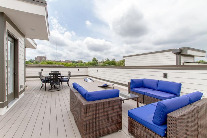 GULCH MEGA HOME ★ SUPER ROOFTOP ★ PREMIER LOCATION