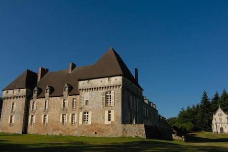 Chateau de Lalande, 'Bonne Maman' - Crozon-sur-Vauvre - Şato