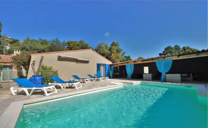 Magnifique villa 4 chambres avec PISCINE CHAUFFEE