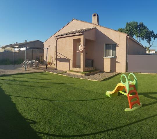 Grande maison, jardin, piscine, Canal du midi ..