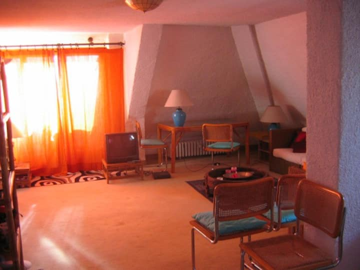 Open Space, Attic, approx.. 1,075 sq. ft.