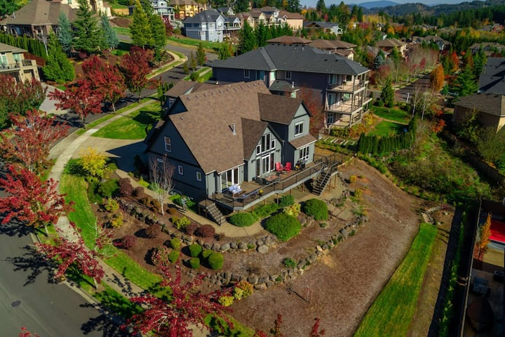Incredible Home w/ Enormous Deck and View, Media Room, Foosball, Near Nature Park  20 Min 2 Portland