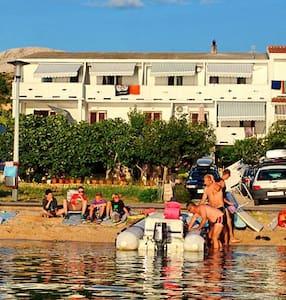 Apartments near sea(15 m) - Metajna