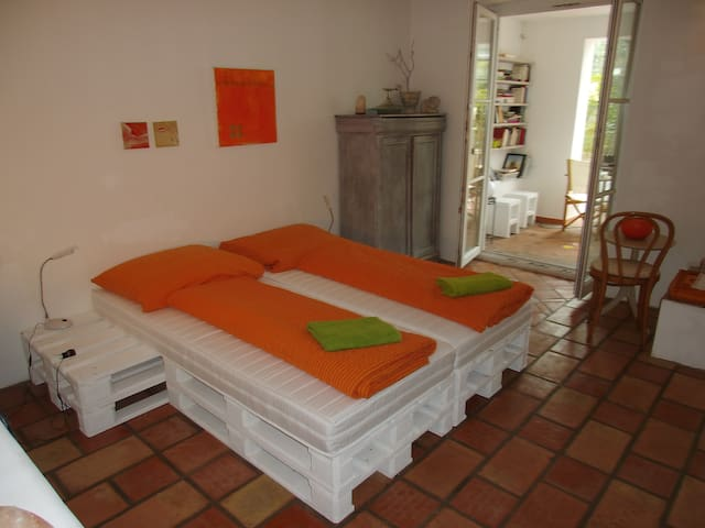 Top Appartement, messenah - Cologne - House