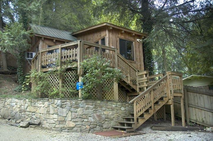 West Oak Cabin 2; cozy; great view