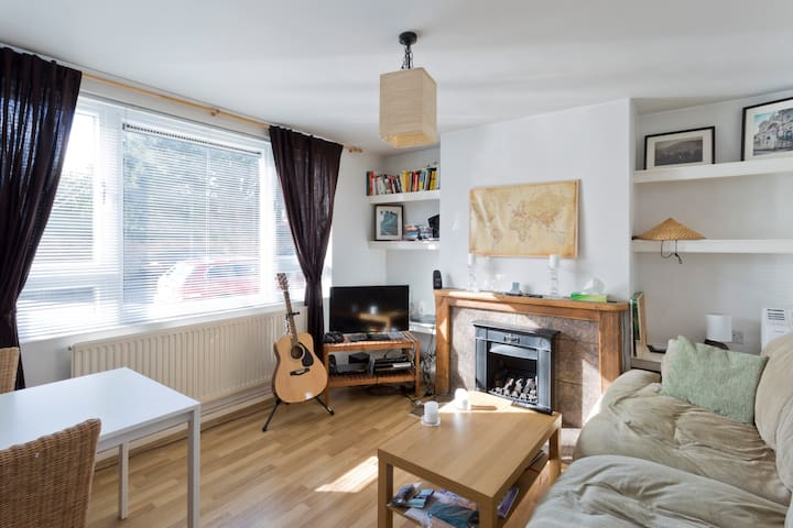 1 bed flat on the river in Chiswick