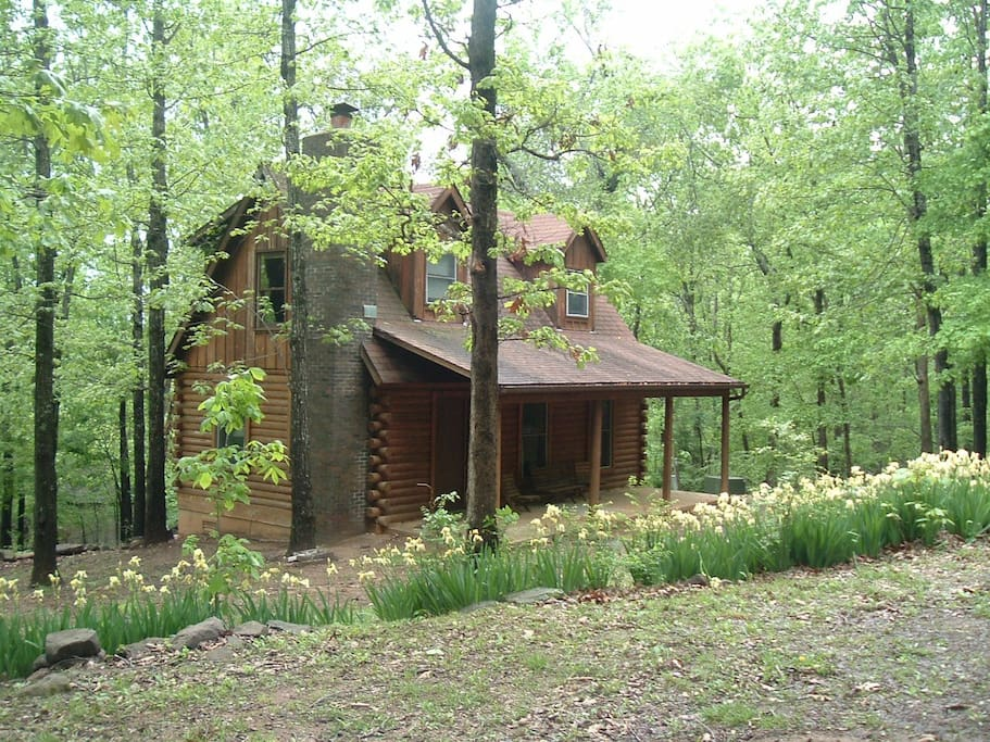 A cozy cabin in the ozark woods cottages for rent in for Cozy cabins rentals