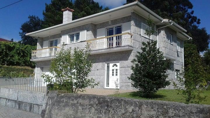 Maison traditionnelle en pierre Portugal-Guimaraes
