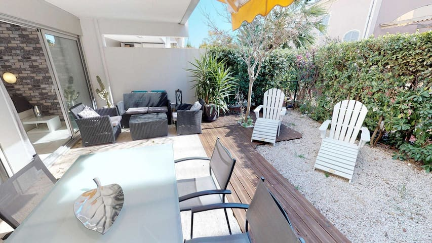 Quiet 2rooms with terrace, little garden and swiming pool