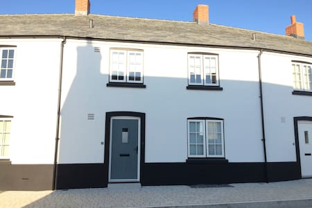 3 bed modern Cornish cottage near to beach - Newquay