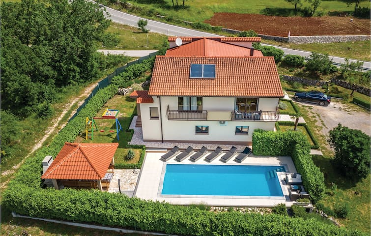 Holiday cottage with 6 bedrooms on 265m² in Dicmo