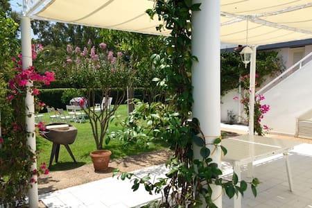 Villetta Con Giardino Geremeas Country Club - Geremeas - Villa