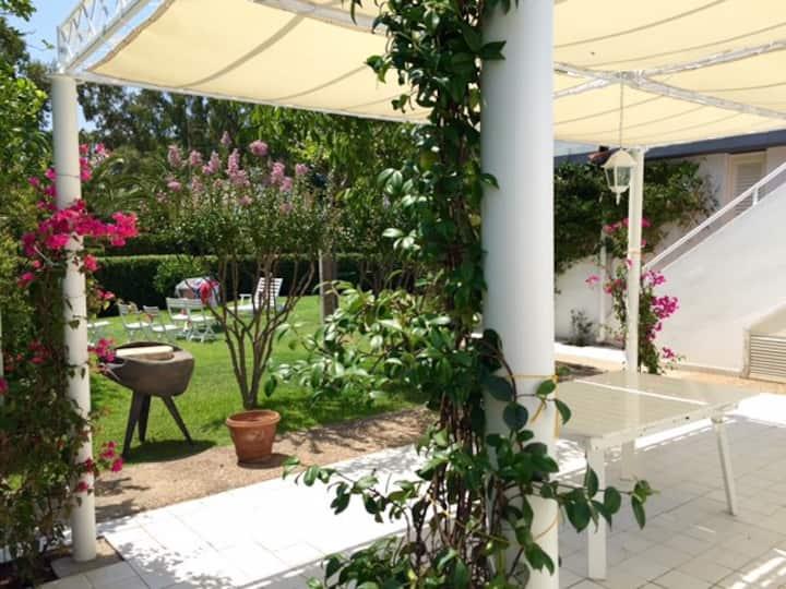 Villetta Con Giardino Geremeas Country Club