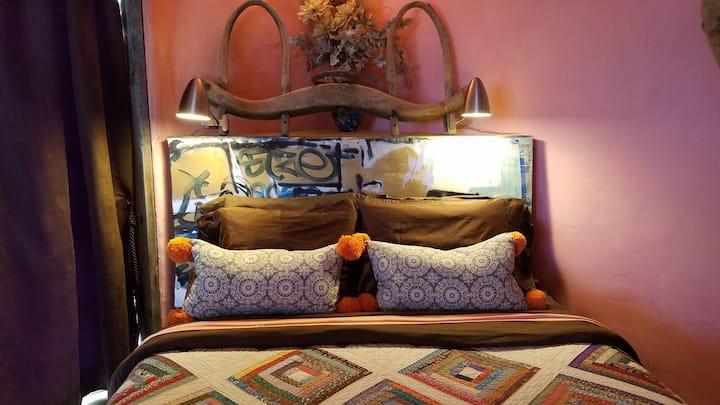 Unique Private Casita w/NM views and Hot Tub