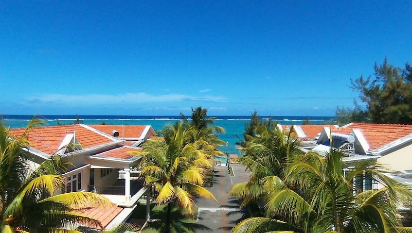 Beautiful villas by the beach-V10
