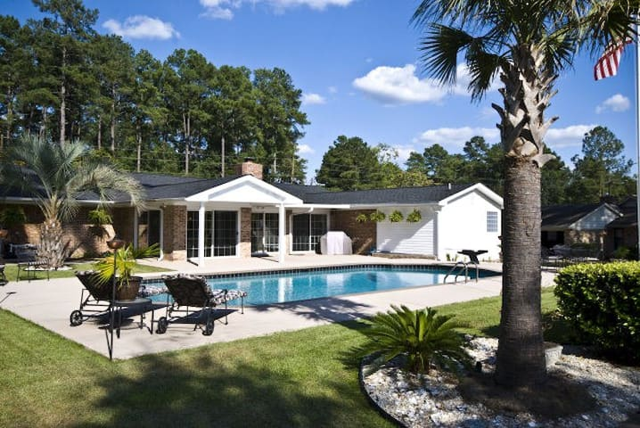 MASTERS HOME RENTAL ON GOLF COURSE - Graniteville - Huis