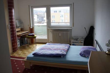 Großes Zimmer in 2-Raum-Wohnung - Gerlingen