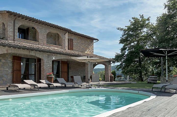 Villa a Valtopina ID 605 - Valtopina