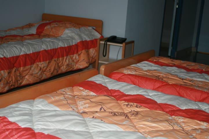 HOTELLERIE - 3 PERSONNES (lits simples)