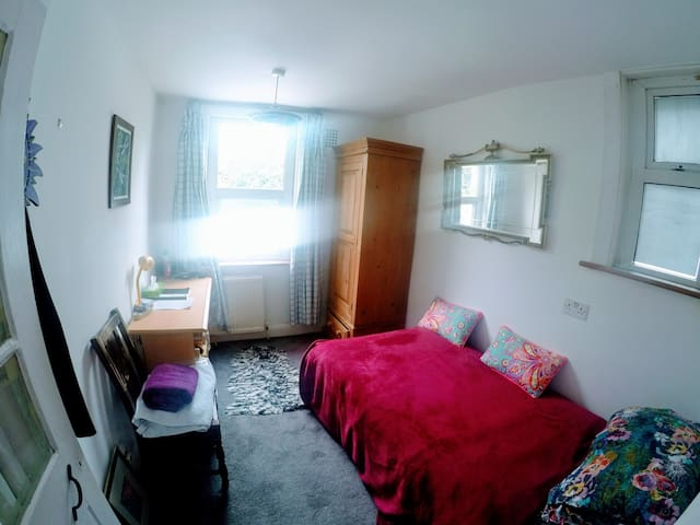 Small room bohemian comfortable Crouch End Mansion