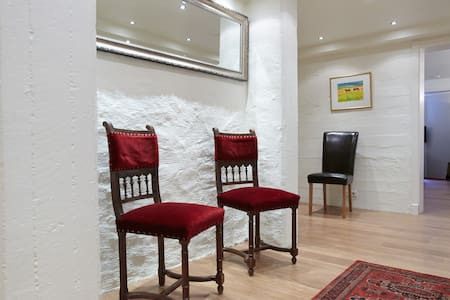 Beautiful spacious right downtown