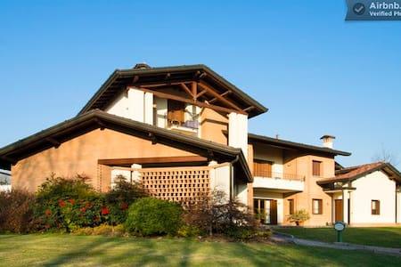 B&B Casa Ceruti - Suite 4 peole - Villa Guardia - Bed & Breakfast