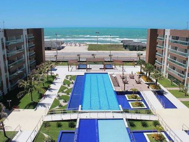 Flat na praia com piscina e sauna