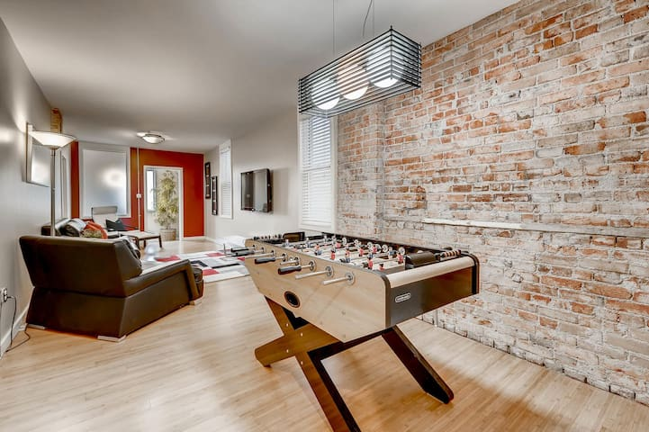 Sweet Urban Home with a FREE bottle of wine!