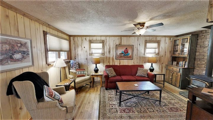 In Town - Pet Friendly! - Gas Fireplace - Washer/Dryer - Gas Grill