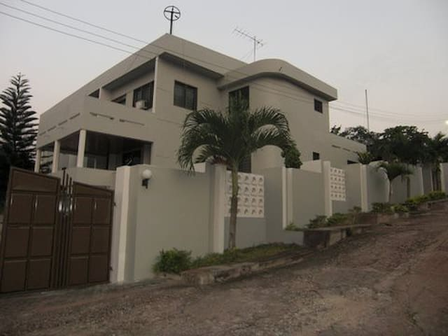 La Constance  Villa In the Mountains of Akropong