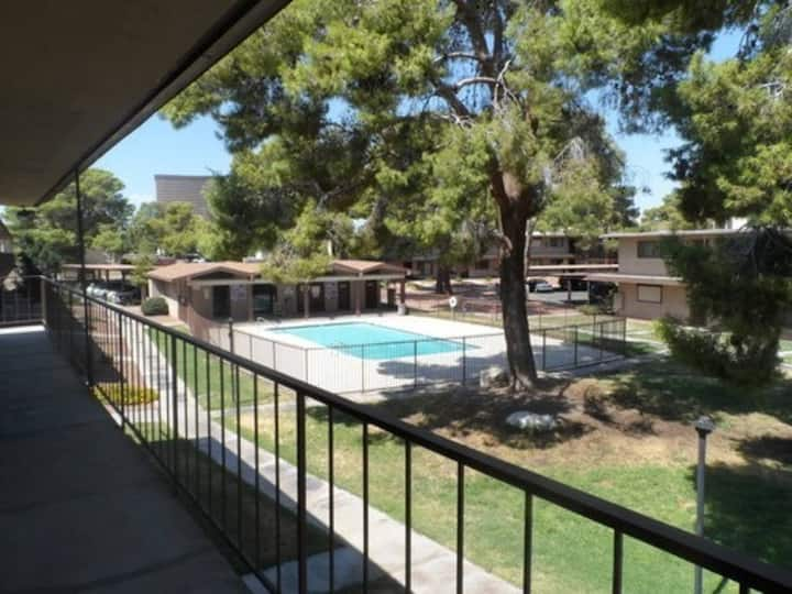 Closest 1 bed, bath, kitchen. 1 mile from strip!
