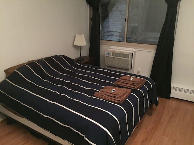 Comfortable Rittenhouse One Bedroom Condominium