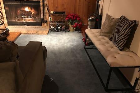 Beautiful Cozy Modern Cabin Home - 克雷斯特萊恩(Crestline)