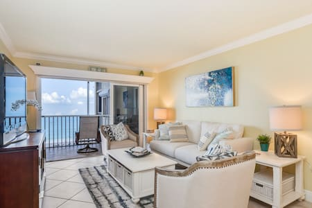 Second-floor, oceanfront condo w/beach & water views, shared outdoor pool