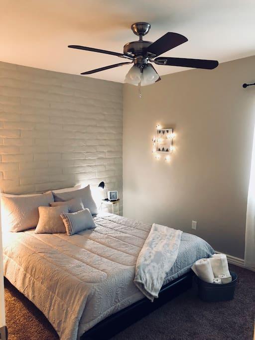 Queen bedroom with ceiling fan.