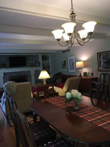 Family Room/Breakfast Area