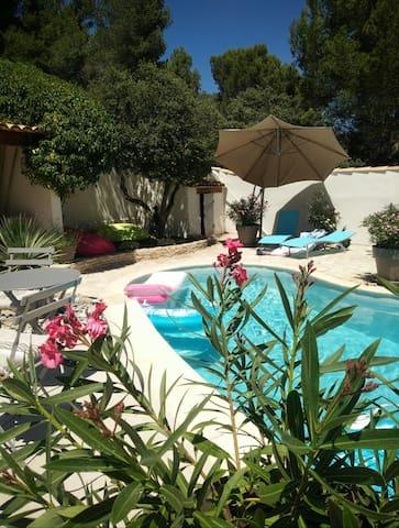 Maison d'Artiste Peintre Pinède piscine privée