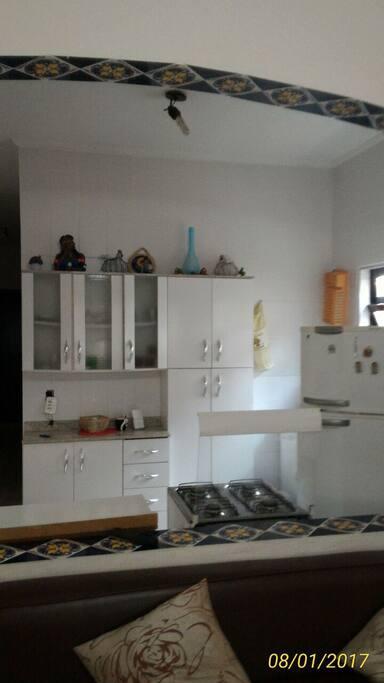 Cozinha com divisão pra sala