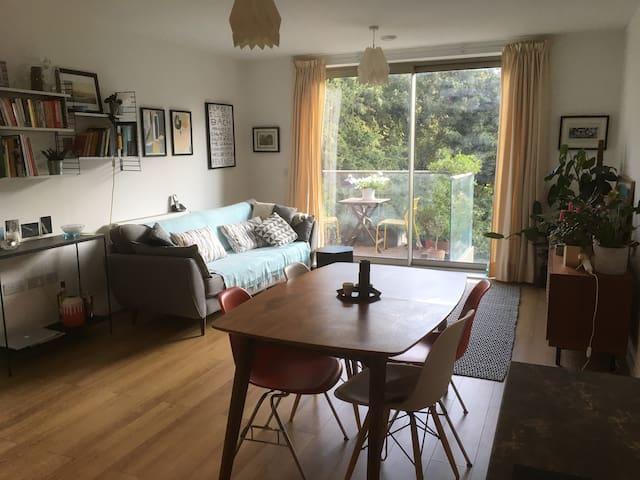 Stylish, peaceful apartment. Next to tube