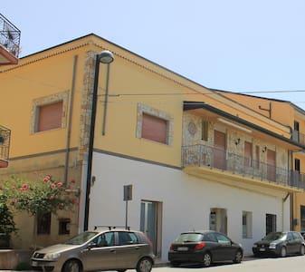 bellissima casa singola in sicilia vicino al mare - Torrenova - Rumah