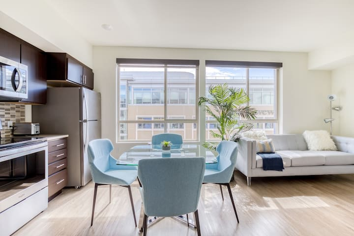 Chic Studio in San Mateo, Rooftop Pool + Parking