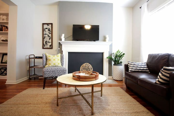 Urban I 3 BR 1 BA+Parking, Monthly Rates Avail!