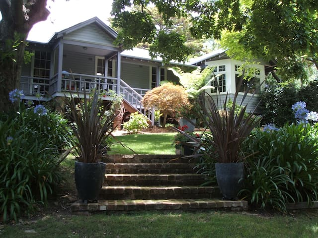 Leura Blue Mountains luxury stay at CLIFFLANDS